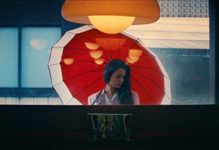 赤い傘のシーン